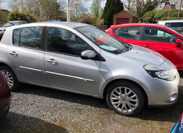 2011 RENAULT CLIO 1.2 PETROL 5 DOOR HATCH IN SILVER